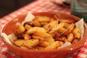 Gekookte aardappels bakken in de Airfryer
